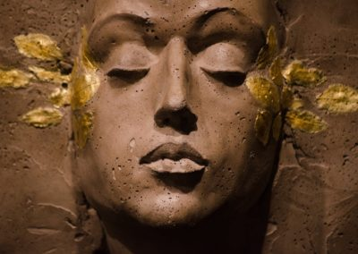 Davide Galbiati, sculpteur, Mi Ricordo Ancora, béton et feuilles d'or (concrete sculpture)