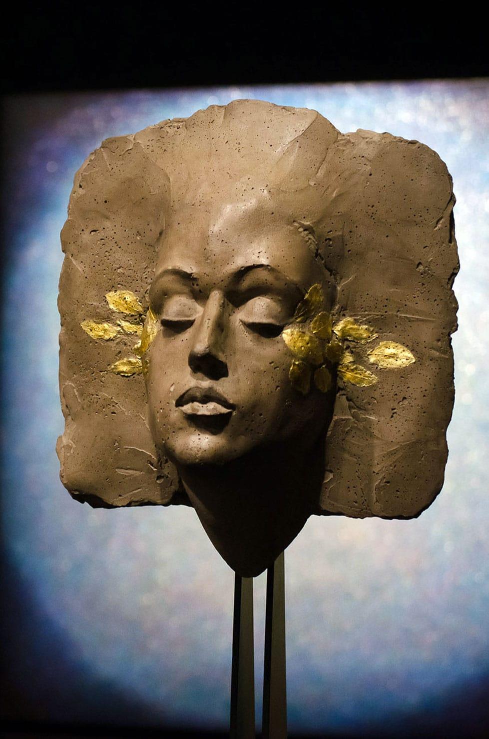 """"""" Mi ricordo ancora """", béton et feuilles d'or, 49 x 30 x 20 cm, 2015 - Pièce originale 3/5"""